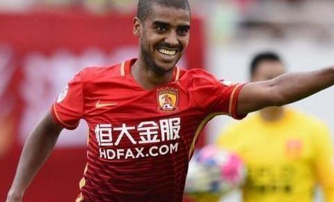 前恒大锋线尖刀正式成为中国球员,归化球员竞争日趋激烈