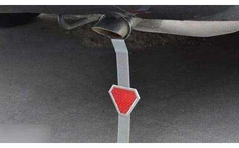 """很多汽车排气管上绑根""""绳子"""",原先不知道为什么,这么说就明白"""
