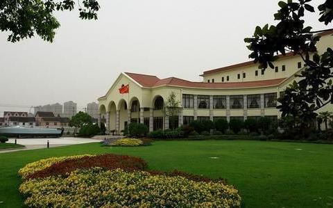 上海最难考的二本,分数远超大部分211,毕业很容易拿到铁饭碗?