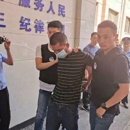 女子ATM机取钱遭持刀抢劫 反应堪称教科书级