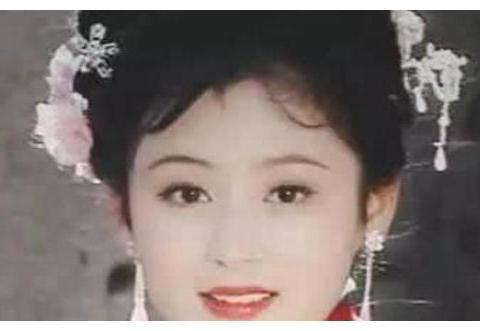 当初和张国荣葛优合照的女孩,惊艳一个时代,50岁容颜依旧