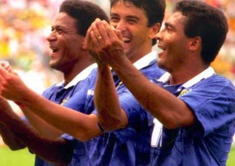 94巴西梦幻组合罗马里奥和贝贝托:场上默契搭档,场外最佳损友