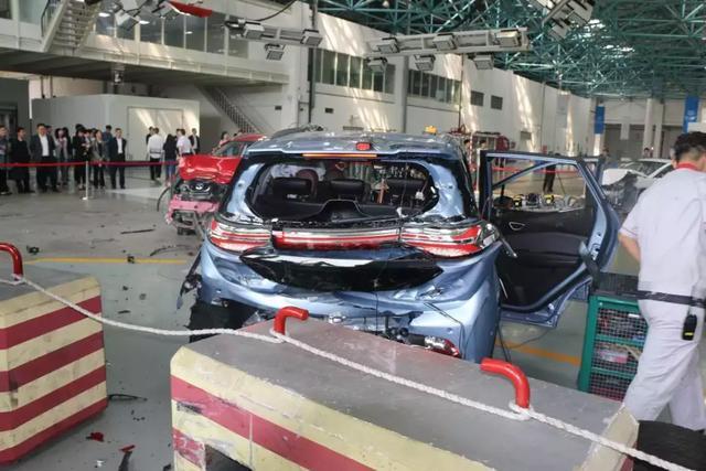 电动车安全应如何保证?全球首次电动车三车双重碰撞测试给出答案