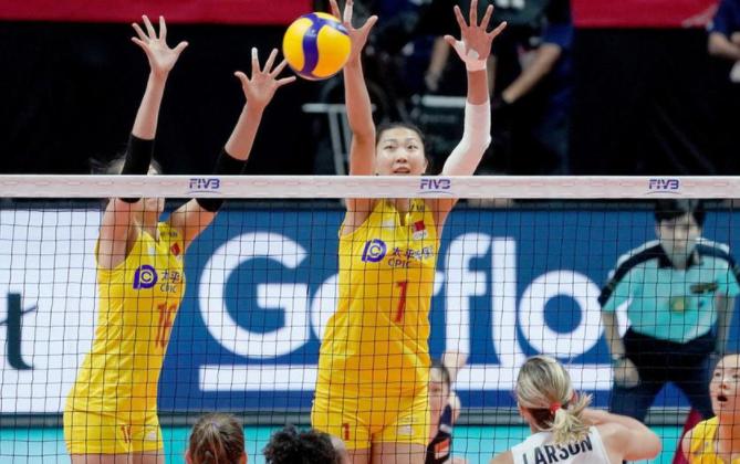 中国女排完胜美国引热议!韩乔生点出关键,名记:对球迷太重要了
