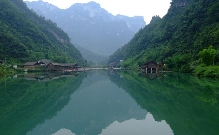 河南山区一绝美人工湖,水量可供1亿人饮用,堪称亚洲最大人工湖