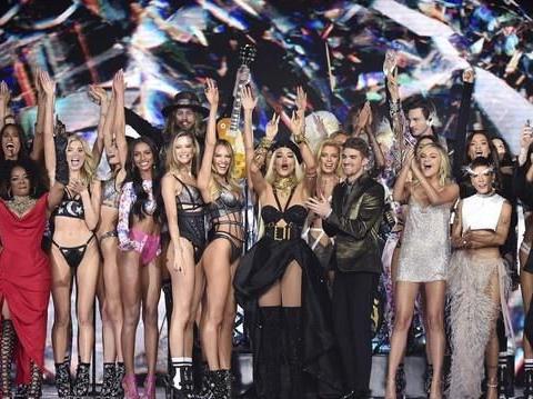 2018维密秀:史上最多表演嘉宾堪比跨年场,瑞塔欧拉炸翻舞台!