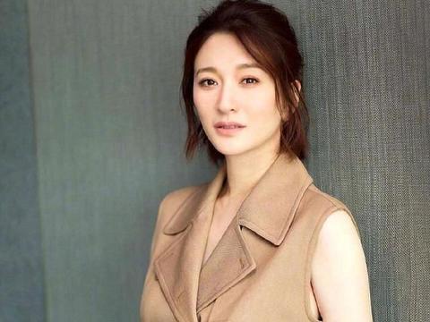 42岁的李小冉清纯靓丽,网友:心中的不老女神永不凋谢的玫瑰