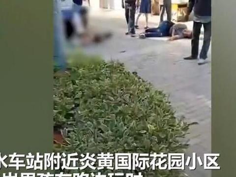 4岁男童蹲路边玩耍 被女司机撞倒后拖行 孩子母亲崩溃痛哭