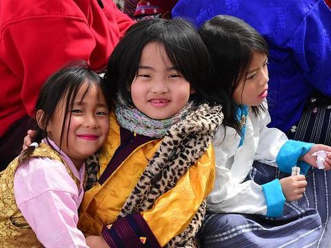 夹在中国和印度之间的不丹,究竟是一个怎样的国家