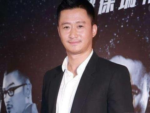 好莱坞记者嘲讽吴京不会英语,他仅回答5个字,让网友拍手叫好!