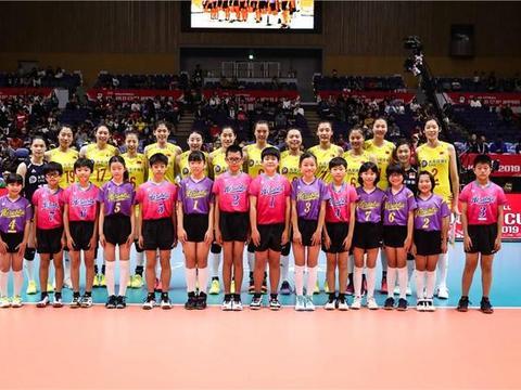 畅快淋漓!中国女排3比0横扫美国,世界杯夺冠一片坦途