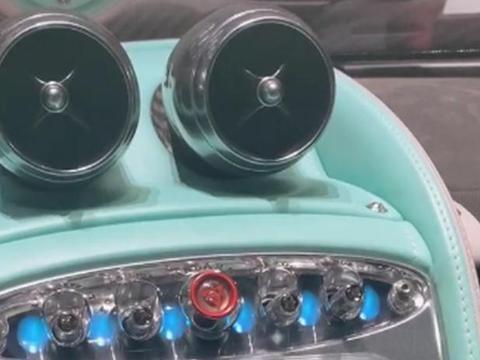 实拍2900万帕加尼启动画面,车钥匙转2下,仪表亮,转第3下可启动
