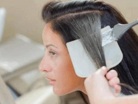 理发店为什么不愿意给顾客染黑发?说出来你都不信
