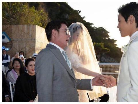 郭碧婷的妈妈首次曝光!女儿大婚仍未现身让人遗憾!