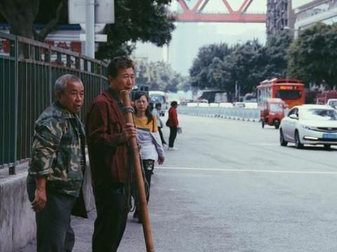 重庆洪崖洞,商家带走快速通道,五元一位你们愿不愿意走