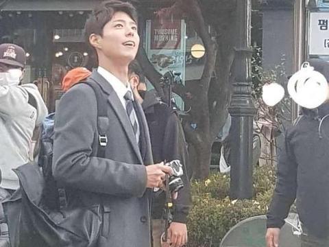 《男朋友》韩国拍摄路透照曝光,朴宝剑职员上班了!