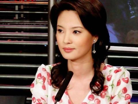 身高1米74,央视著名主持人,41岁的刘芳菲依旧气质不凡美丽漂亮