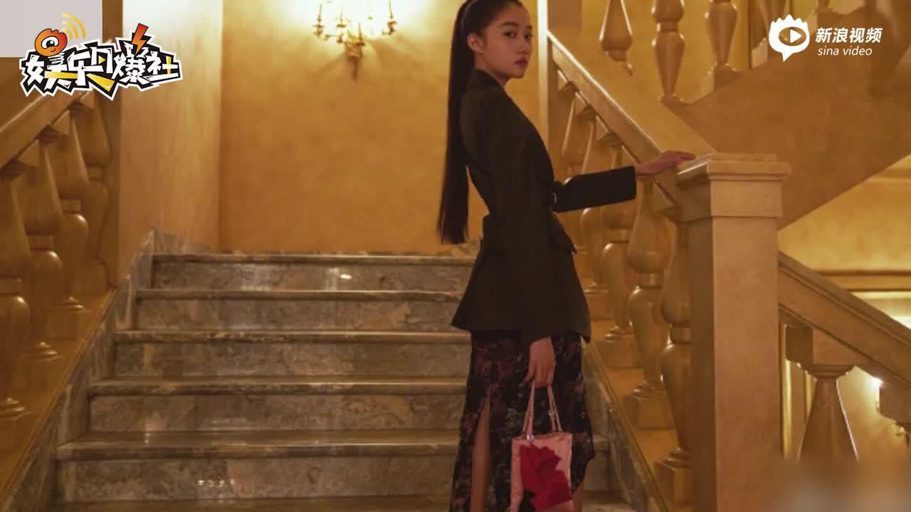 关晓彤穿男友风衬衫大秀美腿素颜包裹严实颜值气质在线