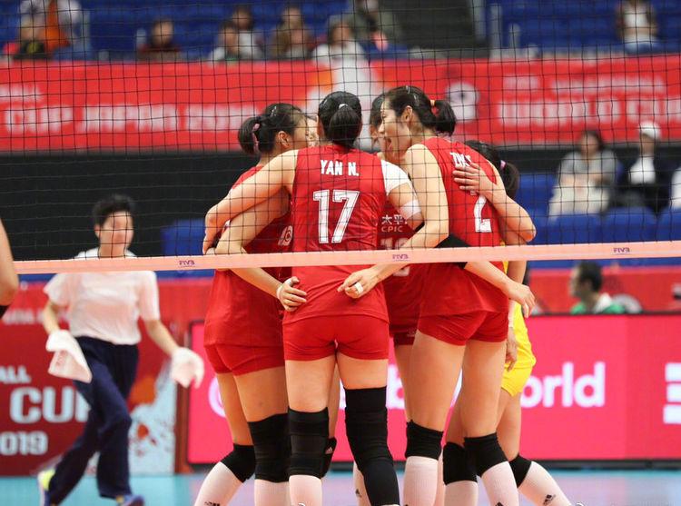 央视新闻:中国女排世界杯夺冠了!网友:临时工干的!