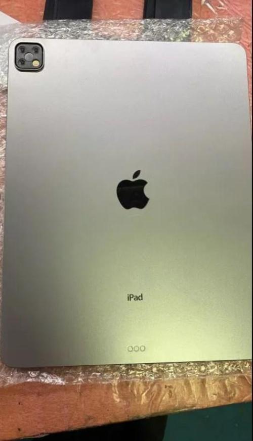 新款iPad Pro谍照曝光 后置浴霸三摄坐实
