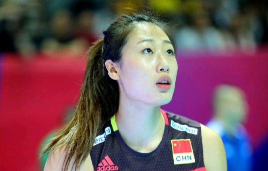 抢镜!中国女排队员赛后秀出流利英文,给队友当翻译,获赞国际范