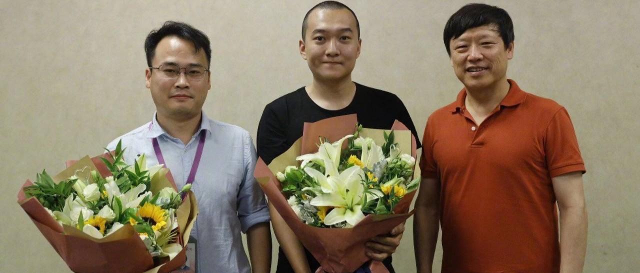 香港机场被打记者付国豪获奖励10万 网友这样说