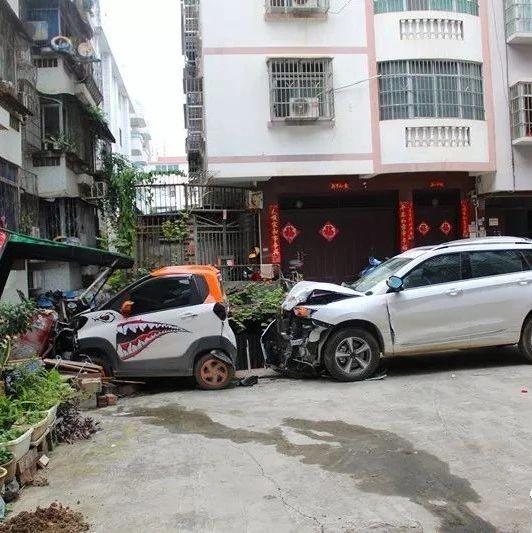 现场视频曝光!因为这件事,广西男子小区内连撞9车!