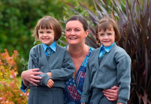 """双胞胎间隔一周出生,丈夫怀疑妻子外遇""""一变二"""",结果啼笑皆非"""