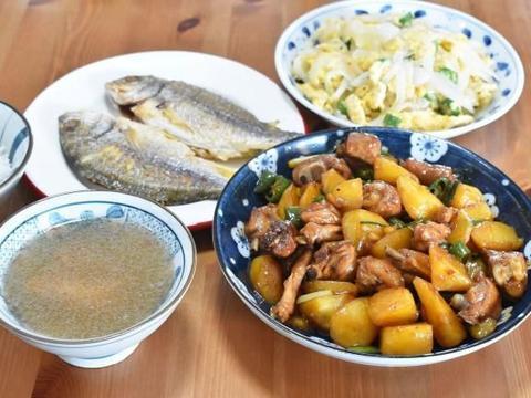 2人3菜1汤的晚餐,荤素搭配的家常菜,晒亲友群都说该多加一道菜