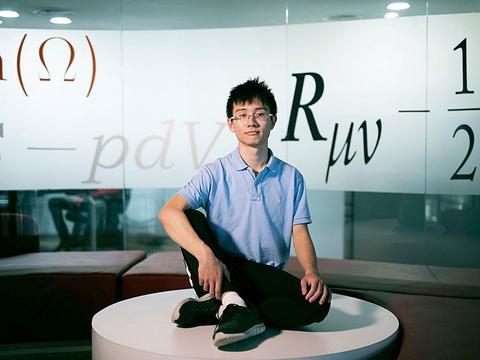 23岁中国天才科学家,解决百年物理难题,现为美国麻省理工博士生