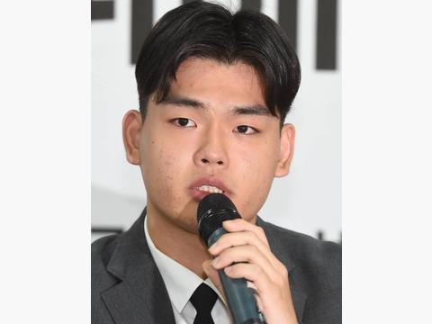 韩国男团出道4年一直遭受公司的虐待和暴行,网友:这是谋杀啊!