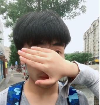 小哥哥撞脸彭于晏,露出眼睛时,网友:胡一天是你吗?