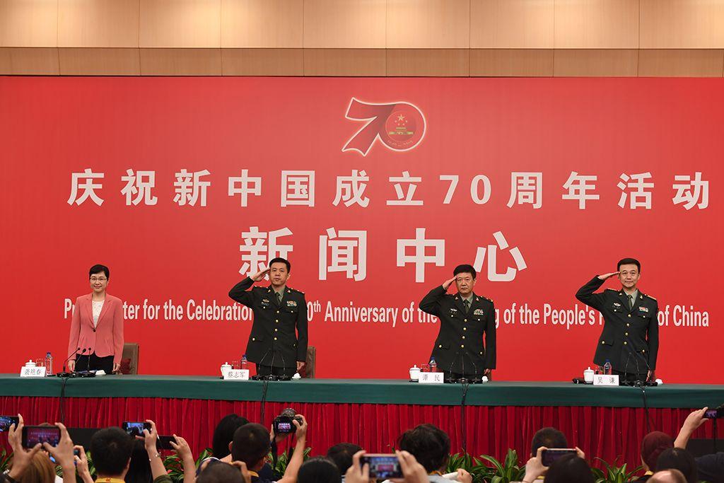 公布会完毕前,蔡志军感激北京市当局、北京群众,并起坐敬军礼。滥觞:群众网