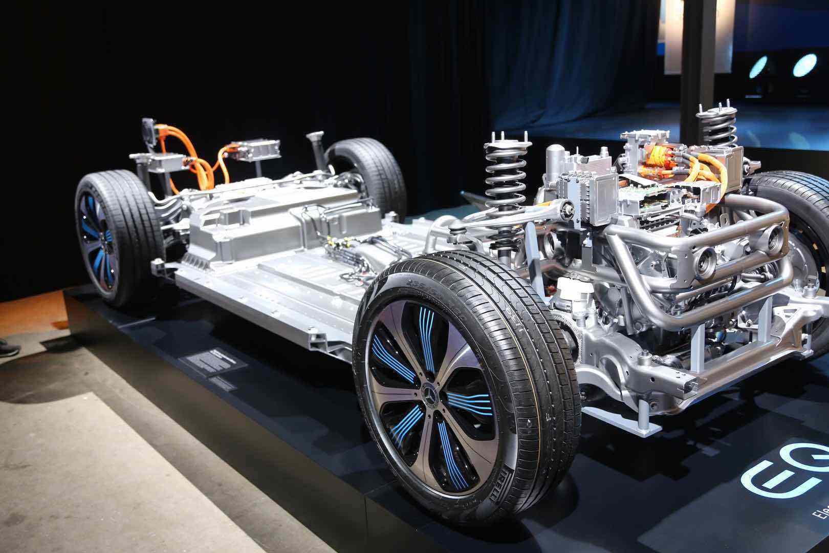 奔驰内燃机辟谣背后,曾经模糊不清的电动化时代似乎越来越清晰了