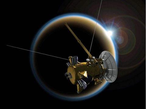 """卡西尼号拍到土卫八上奇怪的""""焊接""""痕迹,长达16000米"""