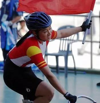体育历史上今天:2002年9月25日,李娜夺得场地自行车世锦赛冠军