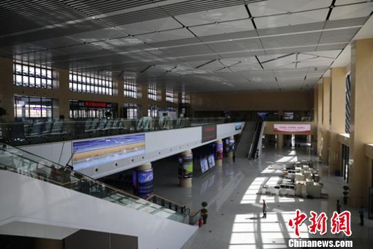 1.5万平方米的库尔勒火车站新站房。 杨厚伟 摄