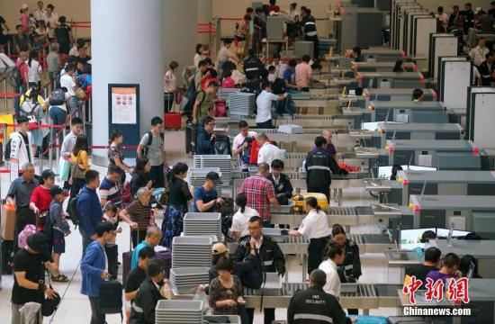 材料图:下铁喷鼻港西九龙站。中新社记者 张炜 摄