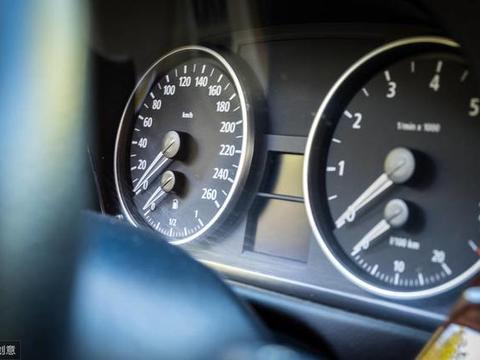 开了5个月奥迪A4L,现在开宝马3系1万公里了,车主:动力区别大