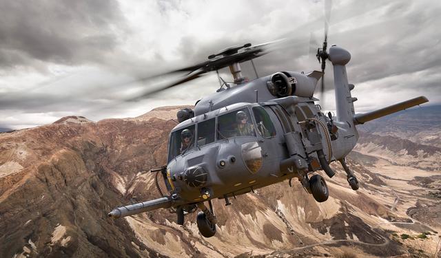 """最新""""魔改""""黑鹰直升机油箱容量翻倍 美军采购上百架"""