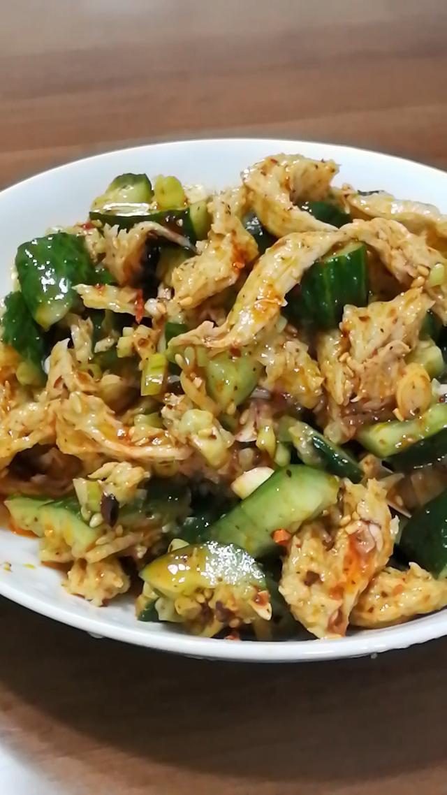 由于有面筋,盐要稍微重一些,先拌黄瓜后加入食品乐天曝光黄瓜特玛图片