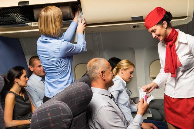为什么航班的空姐下班后不回家,都是拉着箱子,住酒店里面