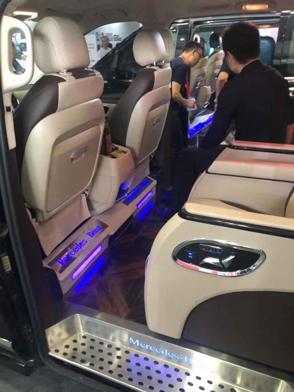威霆硬核内饰,高端奔驰商务就要这么改,配置豪华航空座椅
