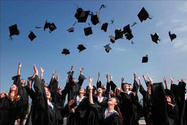 我国义务教育入学率近百分之百:超中高收入国家平均水平