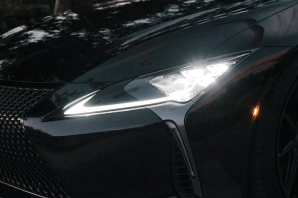 视频:Lexus GS F,V8的快乐四缸机无法体会