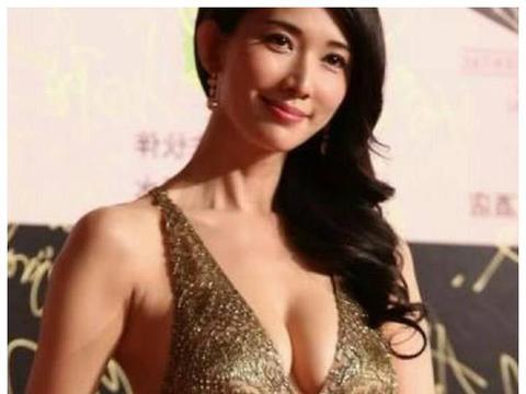 林志玲当众脱衣,穿睡衣与小s比身材,许雅钧表情耐人寻味!