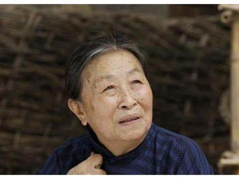她是国家一级演员,如今82岁却沦落躺病床,儿子做法令人愤怒!