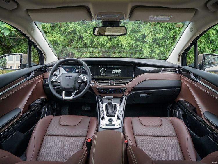 外形高端大气的君马S70,内饰简约有层次感,领先于其他车型