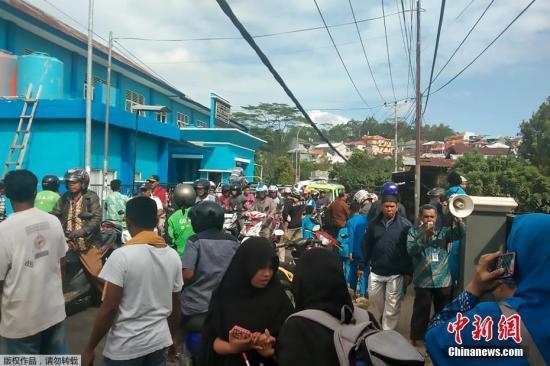 印尼强震已致30人死百余人伤 遇难者含多名儿童