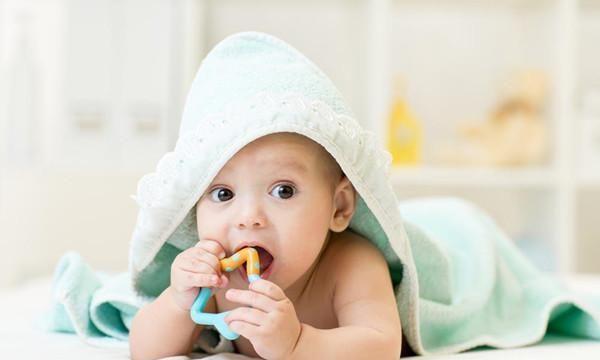 3个月宝宝什么样?5大变化一个比一个惊喜,老母亲心里乐出花